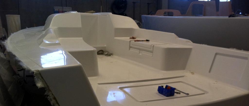 Deck wet lay up; laminazione manuale coperta; laminazione tradizionale coperta; Deck lamination; Sailboat lamination