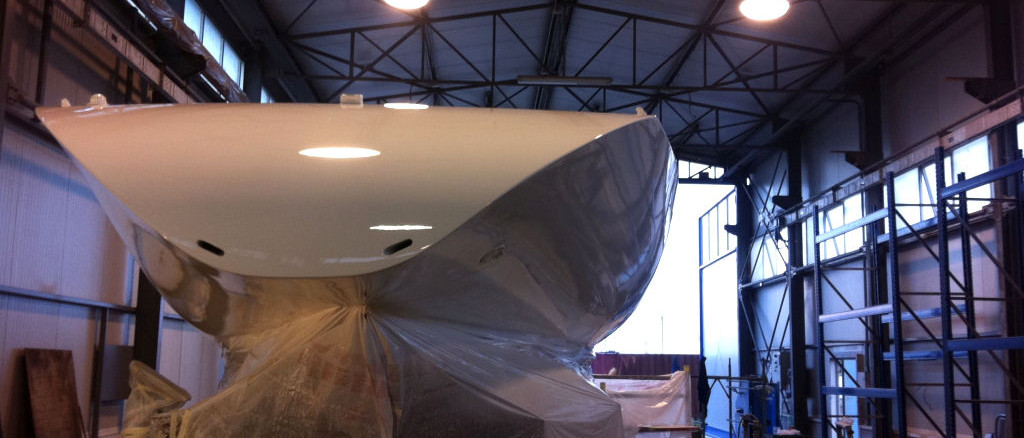 sail boat refitting; refitting barca a vela; topcoat refitting; verniciatura refitting