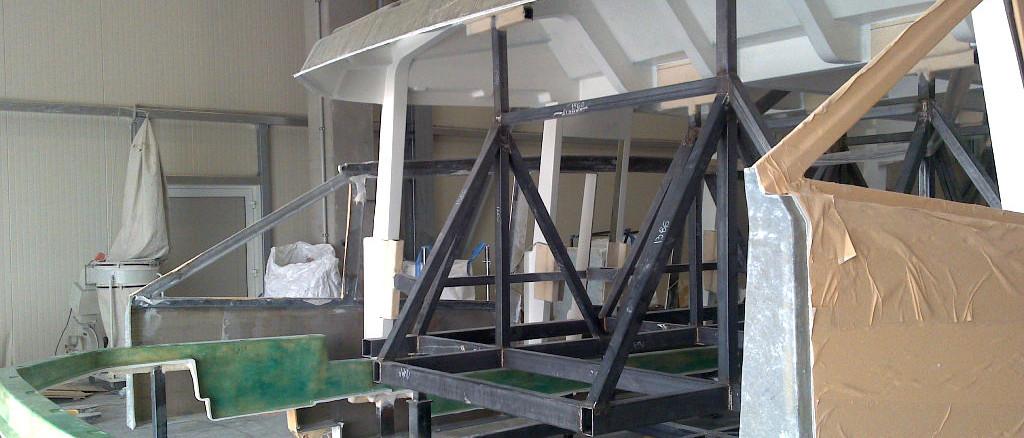 Superstructure; fly bridge; GRP; motor yacht; barca moto; assemblaggio materiali compositi