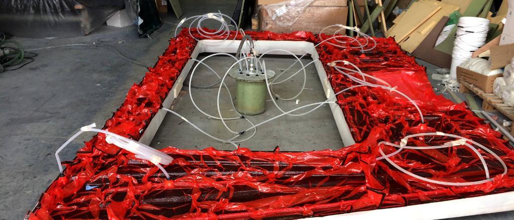 fibra di carbonio Friuli Venezia Giulia; Deck infusion; One off deck infusion; Carbon infusion; carbon deck; infusione carbonio; infusione coperta carbonio; infusione coperta carbonio one off; infusione one off; resin lines; resin network, circuito immissione resina infusione